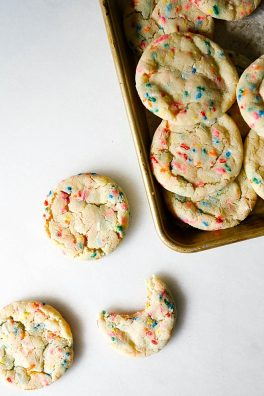 Funfetti Cookies Recipe by The Wood and Spoon Blog By Kate Wood. These are sprinkle filled sugar cookies, soft and chewy with crunchy edges. Simple, one bowl recipe that uses rainbow jimmies and clear vanilla to get that cake batter flavor in every bite. These taste like copycat cookies from great American cookie. Try these fun and kid friendly dessert recipes now on thewoodandspoon.com .
