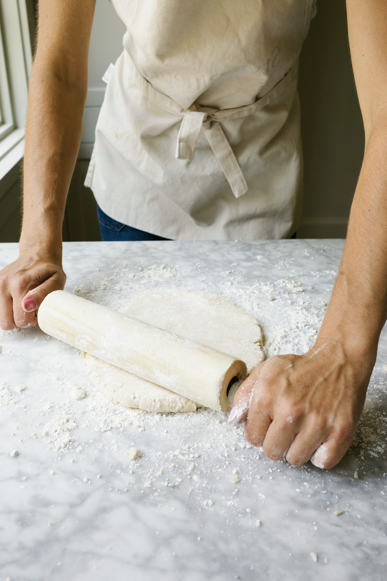 You Need to Know: How to Make Pie Dough. This is a step by step tutorial with photos and videos of how to make, bake, and work with homemade butter pie dough. Learn what fat to use in pie crust, how to make an egg wash, how to crimp a pie crust, how to braid a pie crust lattice, and more tips that make homemade desserts easy. Find all the tips and tricks for great pie crust here on thewoodandspoon.com